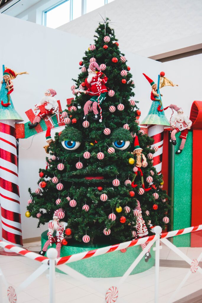 Christmas tree wtih eyes and mouth - Christmas Décor Inspiration